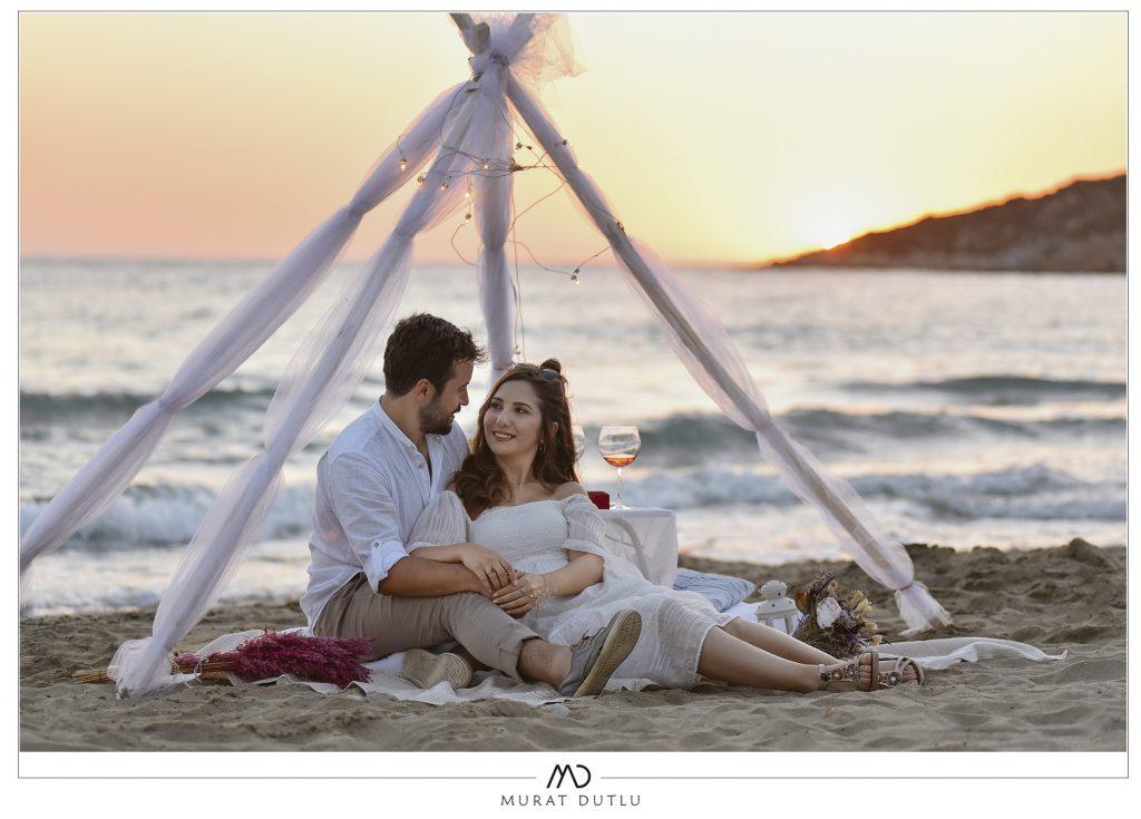 İzmir düğün fotoğrafçısı, dış çekim sahilde çadır konsepti